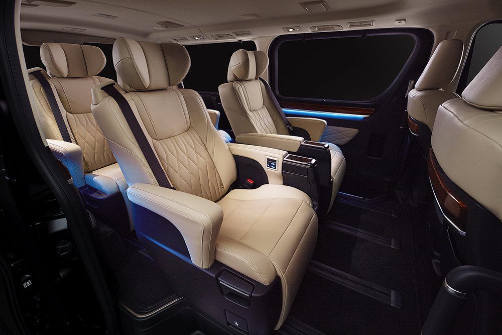 Для России станет доступен минивэн бизнес-класса от Toyota