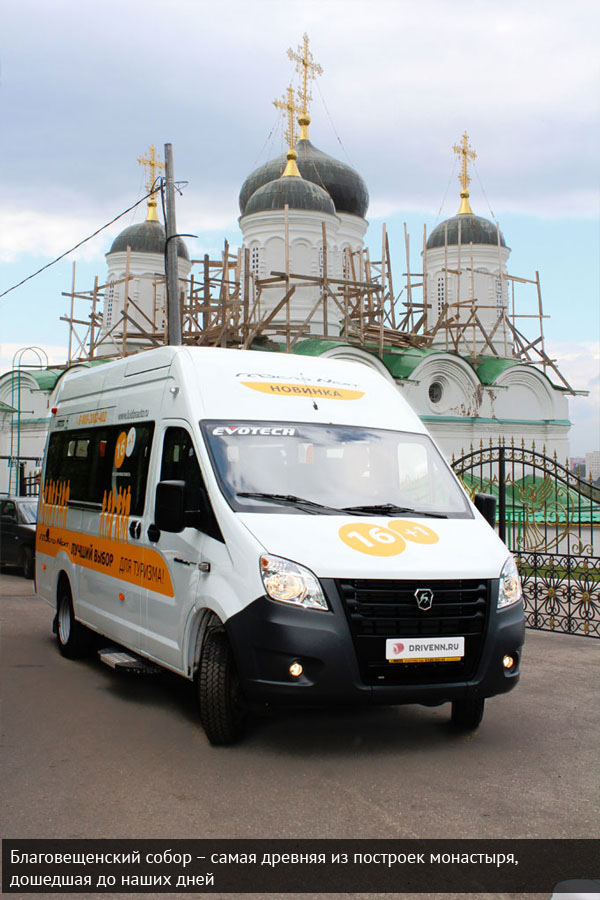 ГАЗель Некст на фоне Благовещенского собора в Нижнем Новгороде